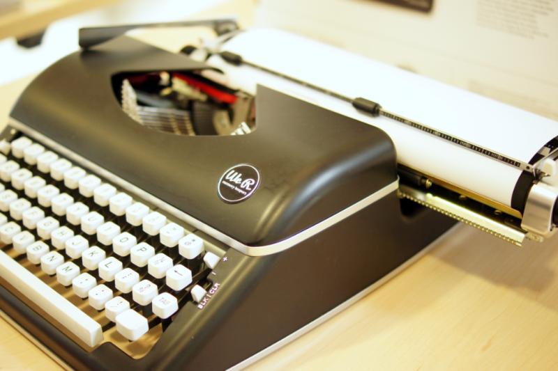 We R Memory Keepers Typecast Schreibmaschine extra breit