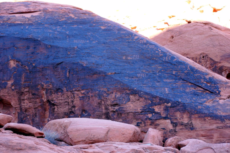 PETROGLYPH TRAIL Valley of Fire