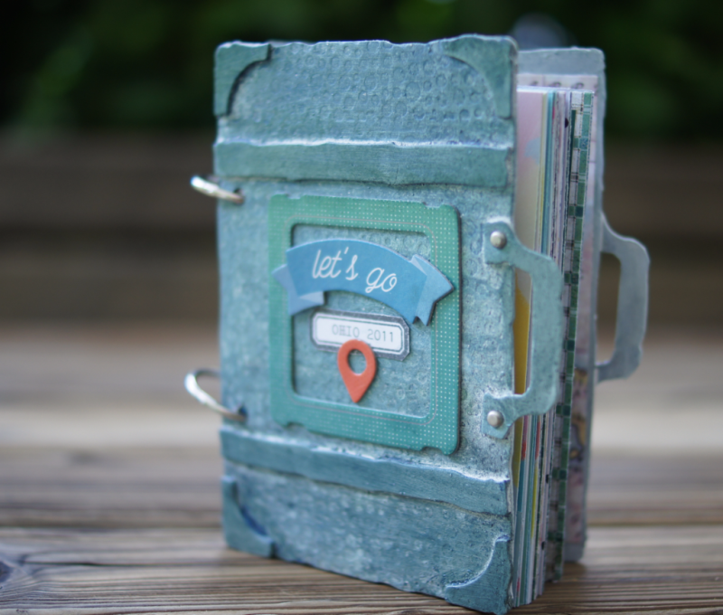 Mini Album with Tim Holtz vintage valise die
